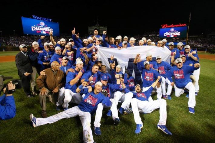メジャーリーグ2016ワールドシリーズ優勝シカゴ・カブス集合写真