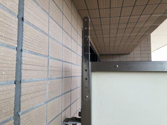 ベランダの避難扉上部にも施工